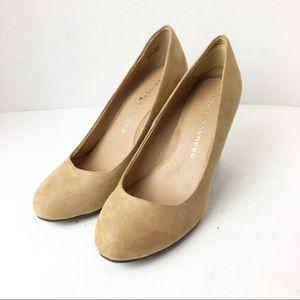 SZ 9 Chinese Laundry Round Toe Tan Block Heels